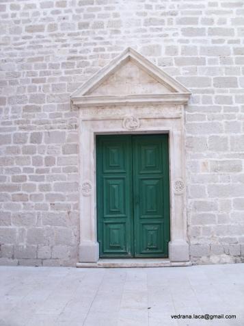 crkva vrata